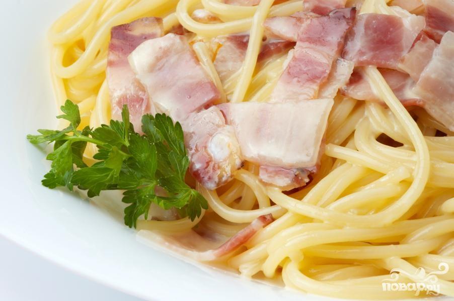 Рецепт Спагетти с беконом и грибами
