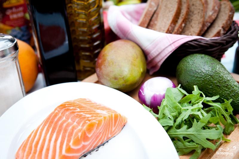 Тартар из лосося с авокадо - фото шаг 1