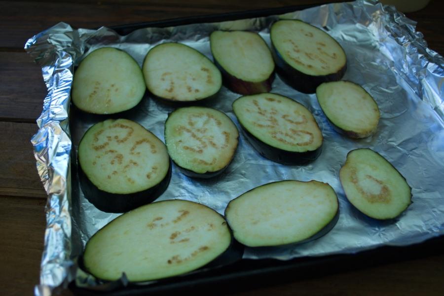 Баклажаны, запеченные с помидорами и сыром - фото шаг 3