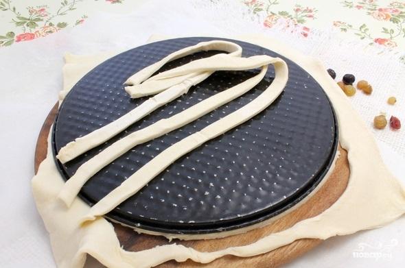 Пирог из слоеного теста с ягодами - фото шаг 2