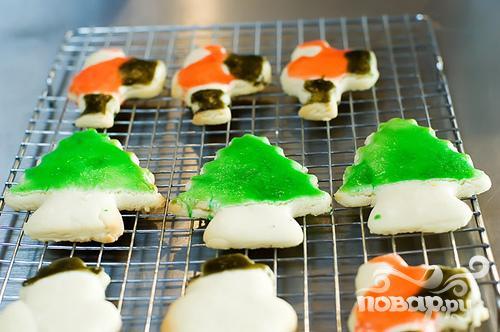 Новогоднее печенье с глазурью - фото шаг 6