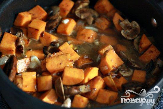 Свинина с грибами и сладким картофелем - фото шаг 6