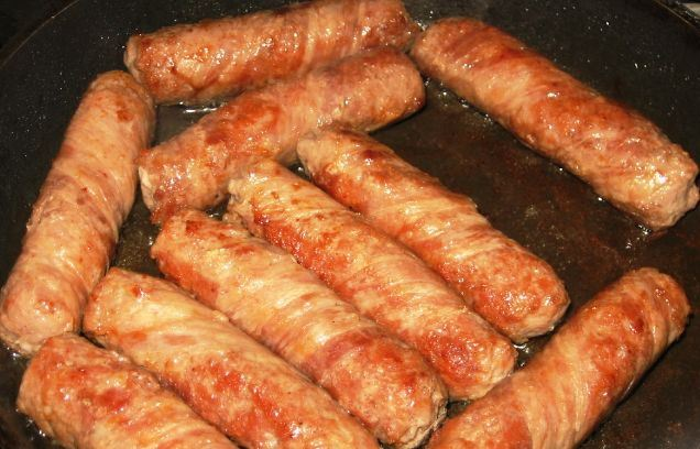 Большая сосиска в беконе - фото шаг 4