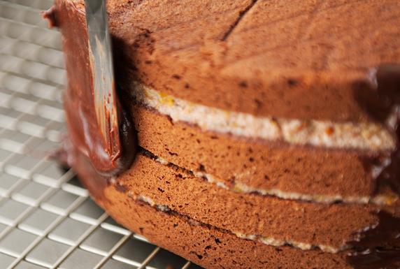 Бисквитный торт с пропиткой - фото шаг 15