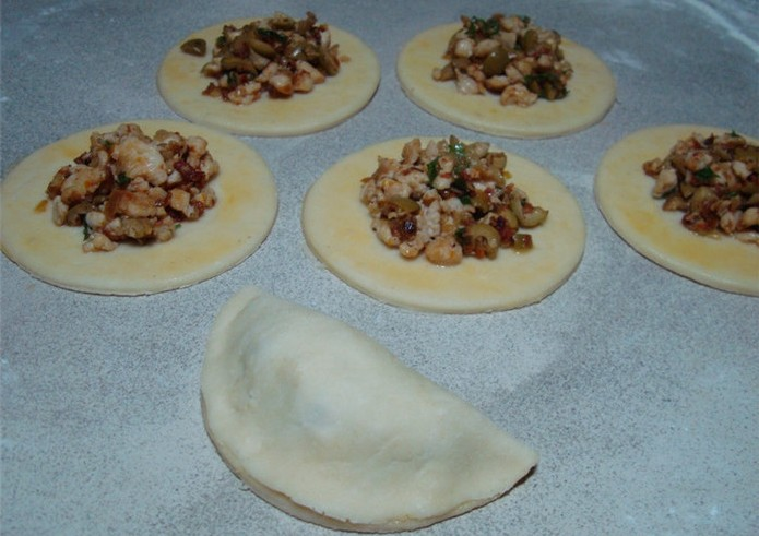 Пирожки с куриным фаршем - фото шаг 14