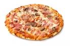 Пицца с грибами, колбасой и сыром