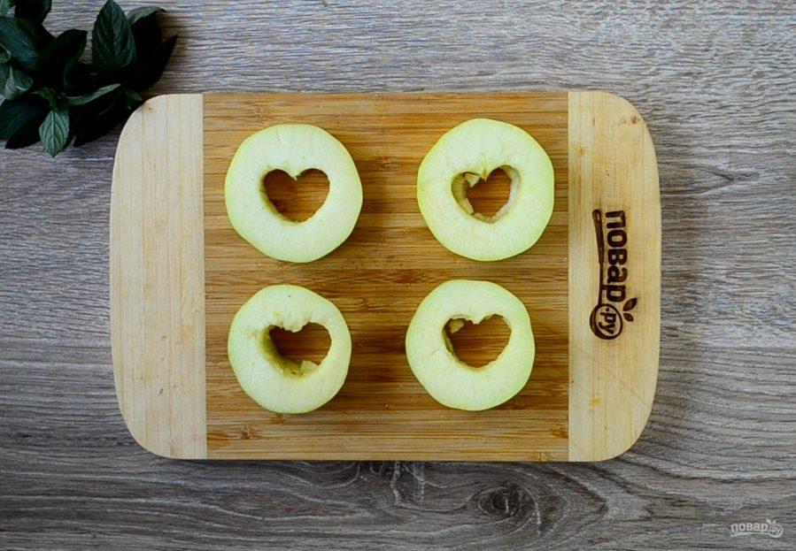 Яблочный крамбл с мороженым