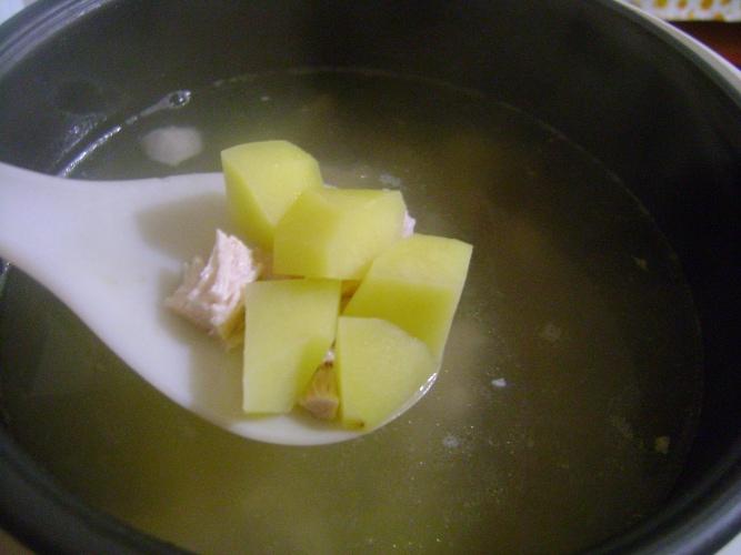 Суп с вермишелью в мультиварке - фото шаг 4