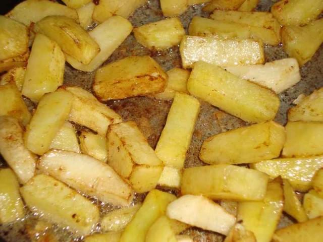 Картошка по-деревенски в духовке с мясом - фото шаг 3