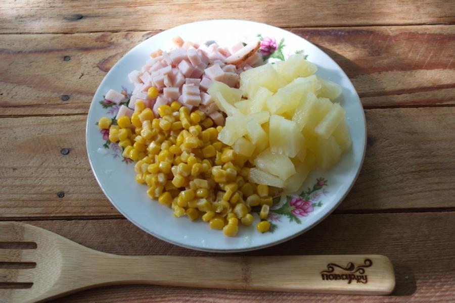 Салат из ананасов и кукурузы - фото шаг 3