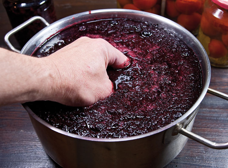 Вино из рябины - фото шаг 4