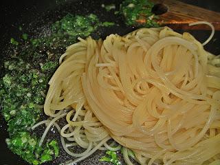 Спагетти с зеленью - фото шаг 4