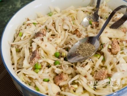 Салат из свежей капусты с сайрой - фото шаг 8