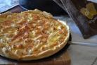 Пицца с курицей и колбасой