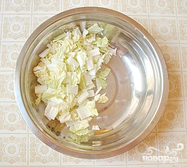 Салат из капусты с курицей и редисом - фото шаг 4