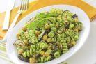 Салат из макарон с нутом и баклажанами
