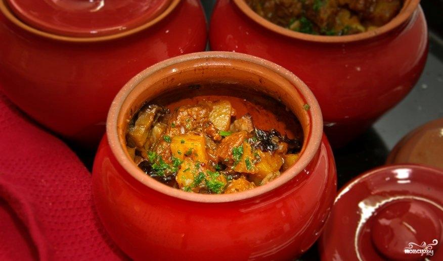 Говядина с черносливом и грибами