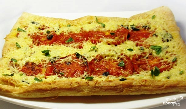 Пирог с жареными помидорами и маслинами - фото шаг 7