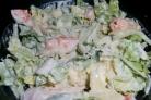 Салат с креветками и пекинской капустой