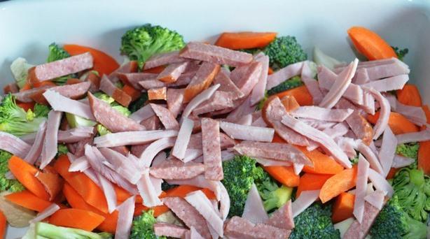 Запеканка с колбасой - фото шаг 2