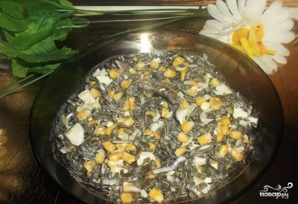 Салат из морской капусты с яйцами - фото шаг 4
