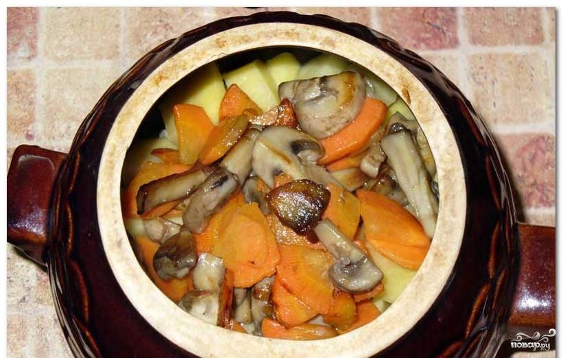 Жаркое с грибами и курицей в горшочках в духовке рецепт с пошагово в