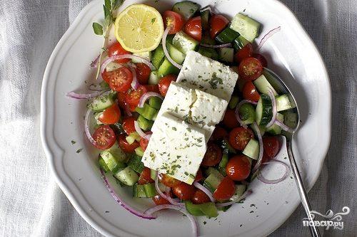Греческий салат с соевым соусом
