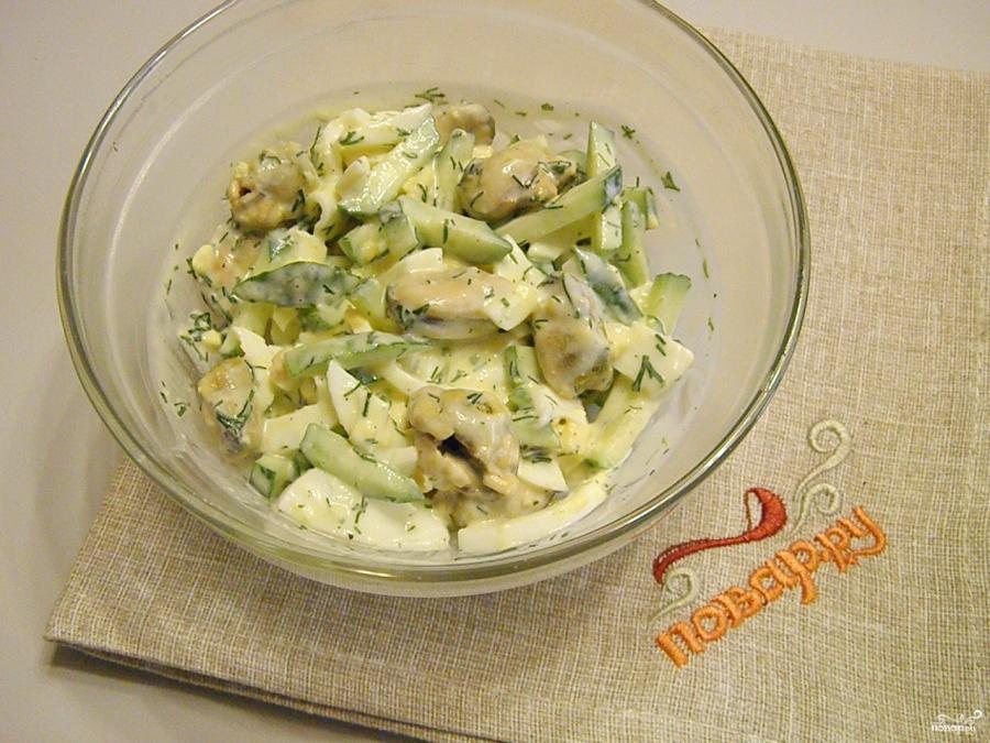 Салат с мидиями - фото шаг 5
