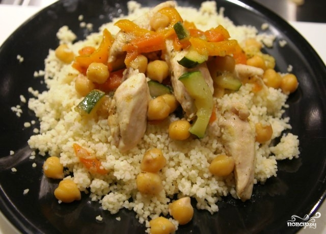 Нут с курицей и овощами