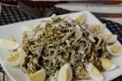 Салат с яйцом и морской капустой