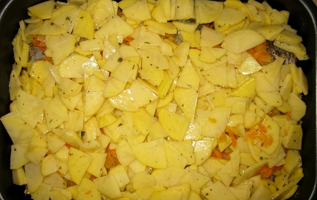 Щука в духовке с овощами - фото шаг 7
