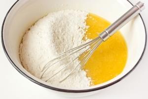 Тесто для пирожков на молоке - фото шаг 4