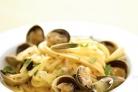 Лапша с белым соусом из моллюсков