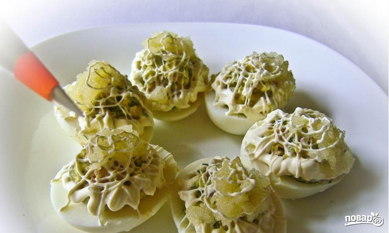 Яйца, фаршированные печенью трески - фото шаг 4