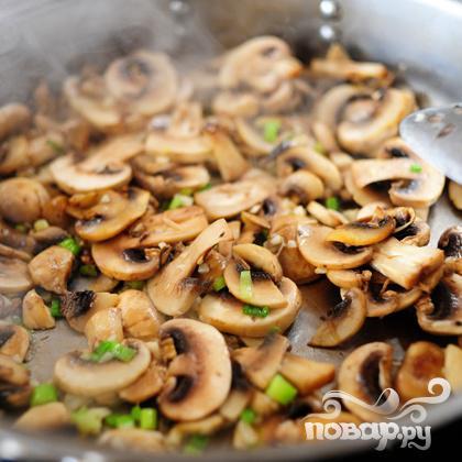 Бифштекс в грибном соусе - фото шаг 6