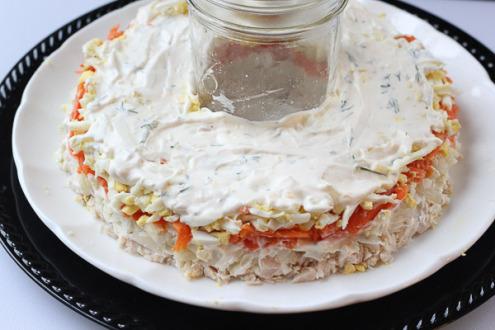 Салат с грибами жареными слоями - фото шаг 9