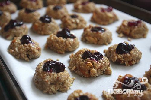 Миндально-овсяное печенье с джемом - фото шаг 7