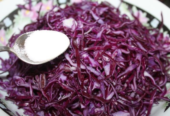 Салат к шашлыку из капусты - фото шаг 2