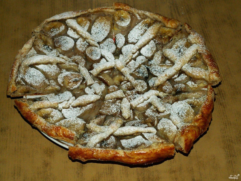 Банановый пирог из слоеного теста