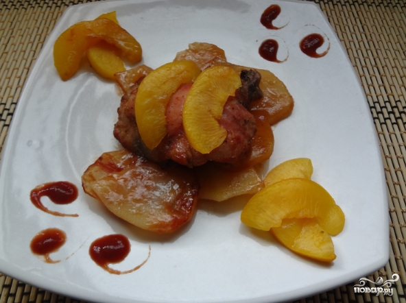 Курица с абрикосами в духовке