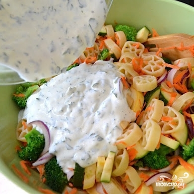Овощной салат с макаронами - фото шаг 11