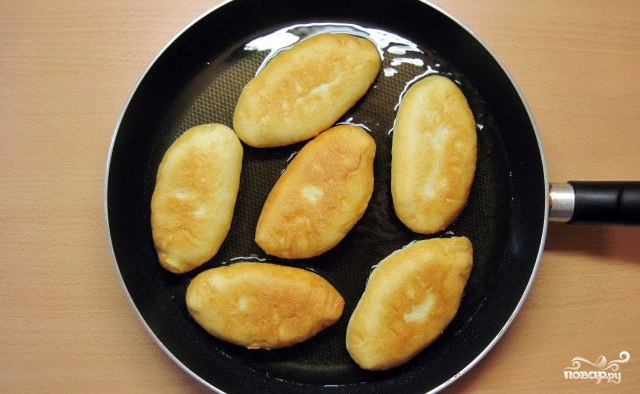 Пирожки жареные с капустой - фото шаг 9