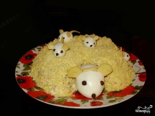 """Рецепт Cалат """"Мышки в сыре"""""""