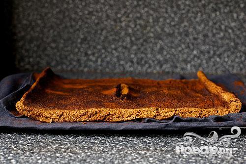 Шоколадный рулет со сливочным кремом - фото шаг 7