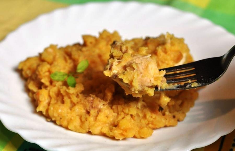 Блюдо в горшочке с мясом в бульоне