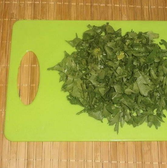 Картофель с зеленью и чесноком - фото шаг 2