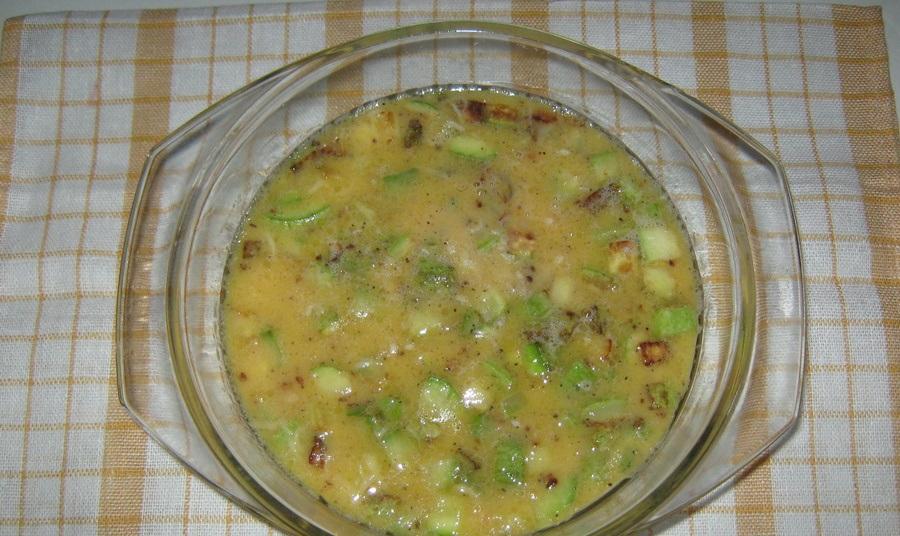 Омлет с кабачками в духовке - фото шаг 4