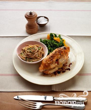 Рецепт Куриные грудки с начинкой из сыра, помидоров и базилика