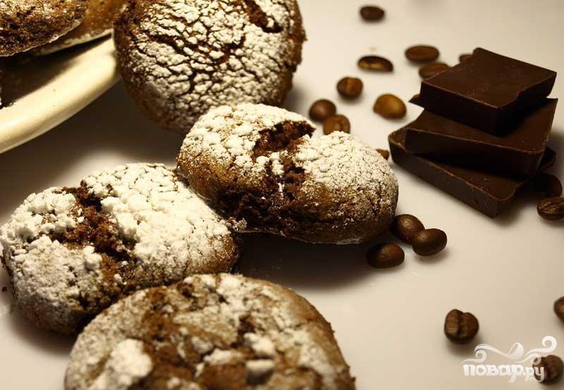 Шоколадное печенье с корицей и кофе