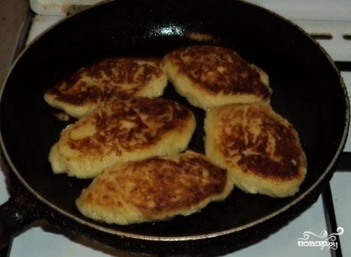 Картофельные котлеты с грибами - фото шаг 6